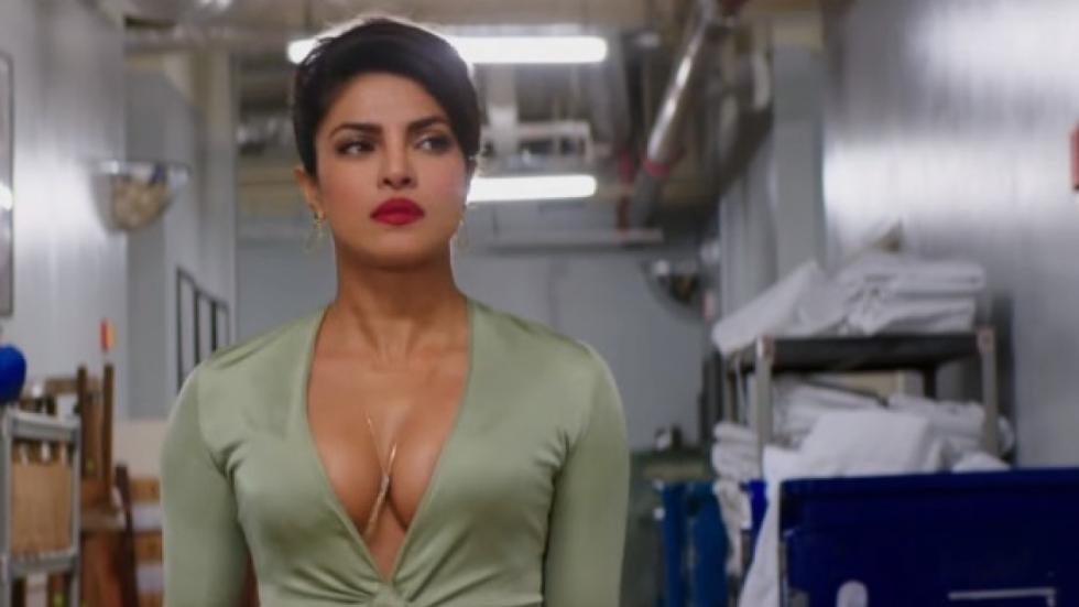 Sensuele Priyanka Chopra in een doorschijnend jurkje