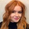 Blonde Ariel Winter geeft opzettelijk inkijk in haar flinke boezem