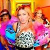 Madonna doet lekker wild met een hotdog op Instagram