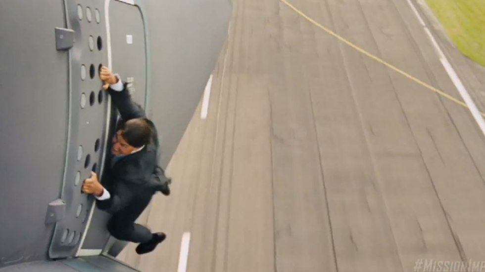Tom Cruise landt zijn helikopter op de meest bizarre plekken