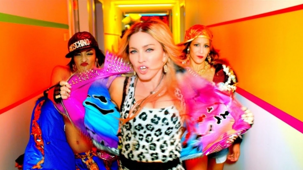 Opgespoten en superfanatieke Madonna probeert haar 'familie overhoop te schieten' met lasergamen
