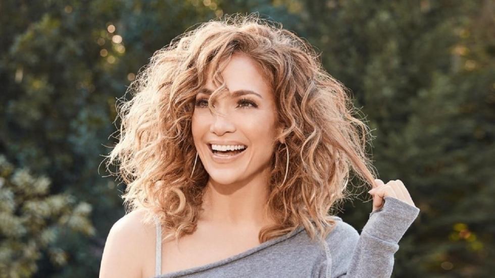 Jennifer Lopez laat haar boezem rijkelijk zien op Insta-foto's