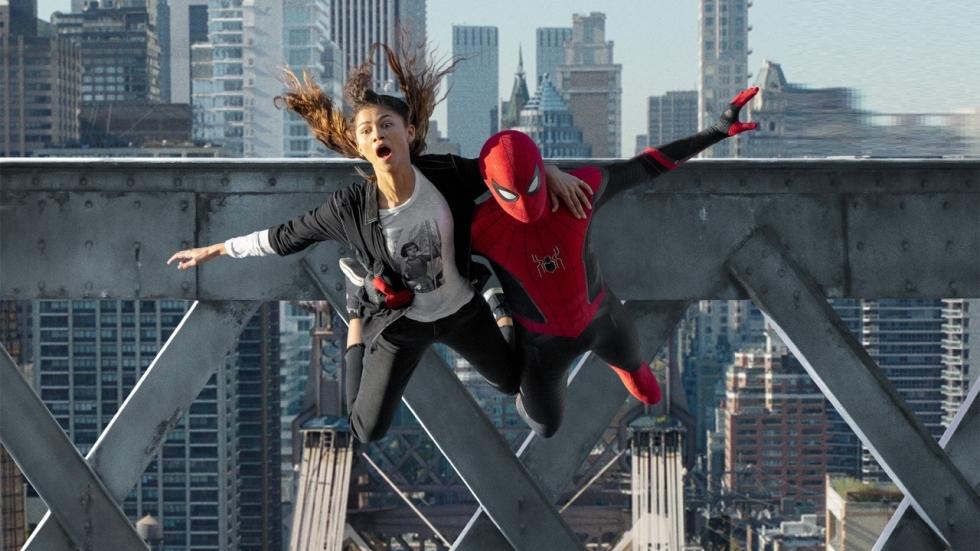 Spider-Man dondert naar beneden op foto's 'Spider-Man: No Way Home'