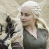 Megaslanke Emilia Clarke in heerlijk zomers jurkje op Insta-foto